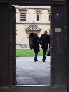 2048px-Couple_walking_into_St_Johns_College_Oxford