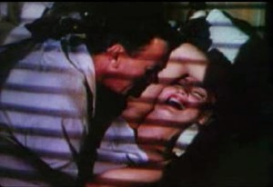 Monroe_laughs_while_in_bed_with_Cotten_in_the_trailer_of_Niagra_1